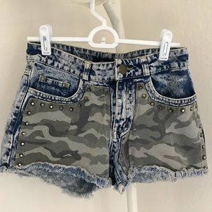 Camo acid wash denim shorts
